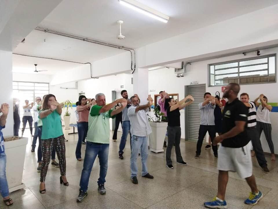 """Ação Educativa """" Ginástica Laboral Empresarial"""" com Educador Físico Matheus Messaros."""